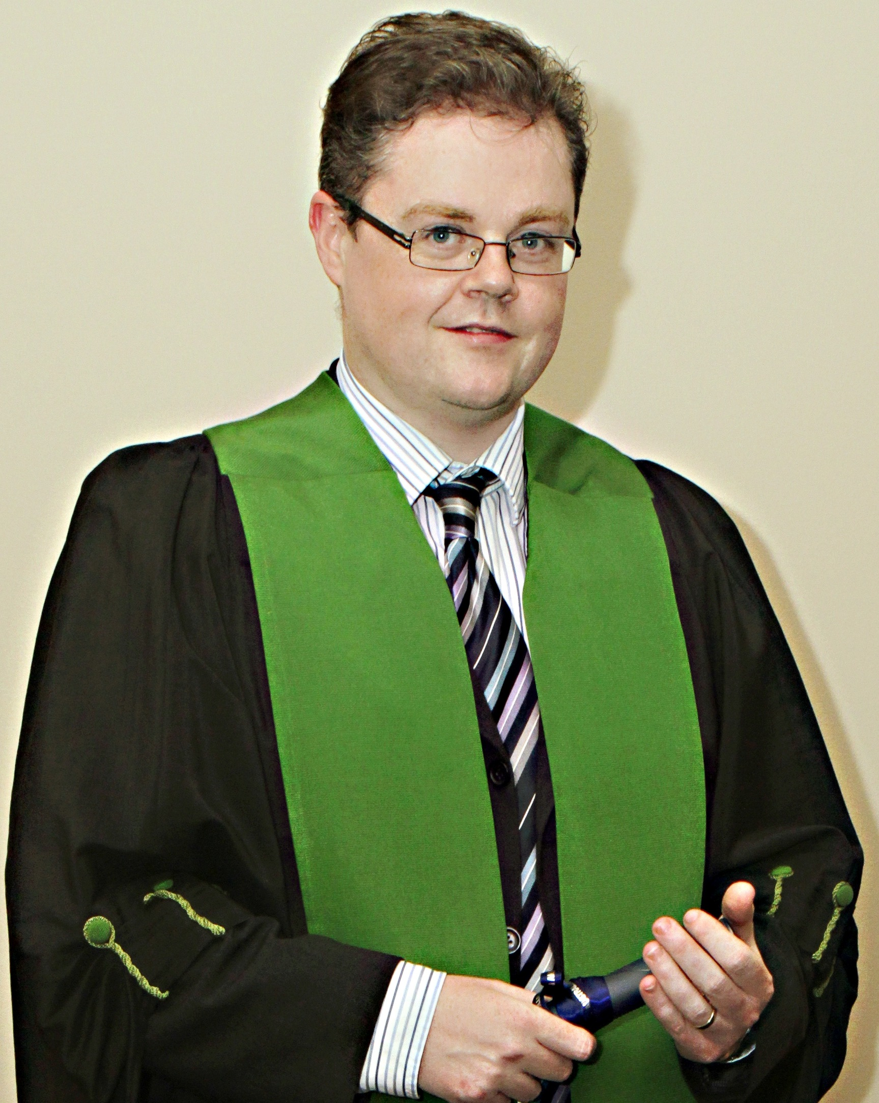 gerard adams asn events dr gerard adams studied medicine at the university of edinburgh in the uk after completing his mrcp he entered the specialist training in clinical oncology